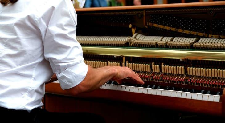 feel of digital piano vs real piano
